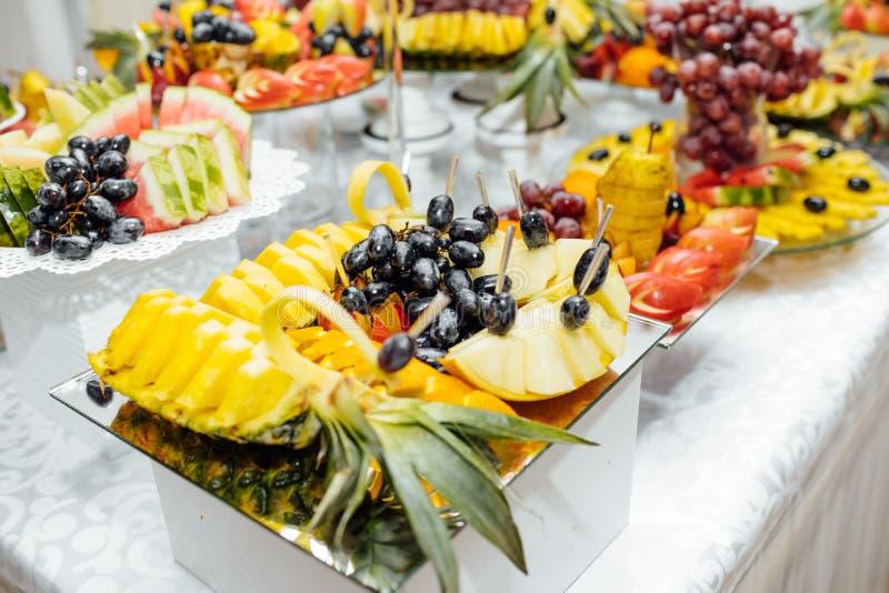 De catering van het luxehuwelijk Heerlijke suikergoedbar bij huwelijksrecepti royalty-vrije stock fotografie