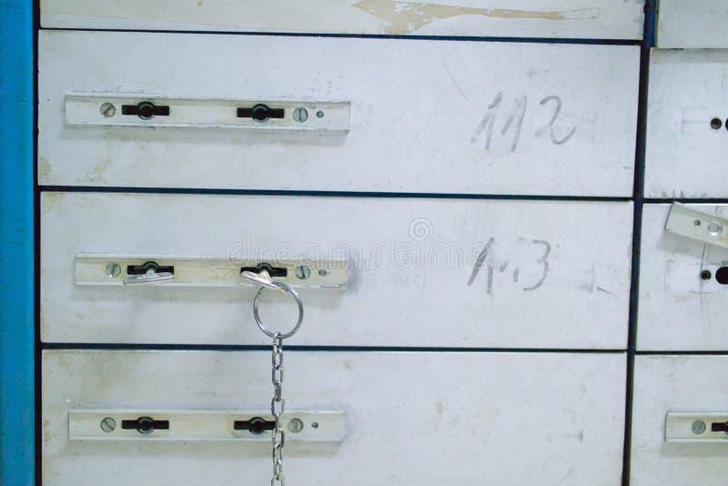De cel van de veiligheidsstorting met opgenomen sleutel, opslag, veilige doos Geldspaarder royalty-vrije stock foto's