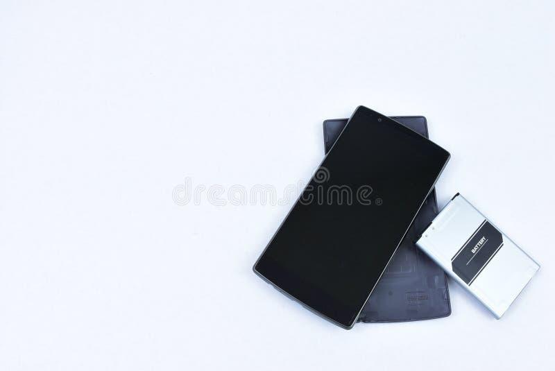 De celtelefoon met verwijderde batterij, sluit hoog, ruimte voor tekst royalty-vrije stock afbeelding