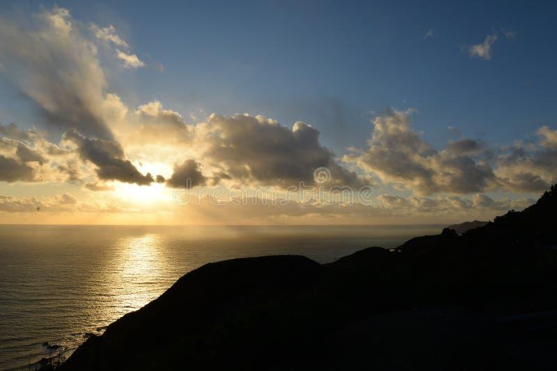De centrale kust van Californië bij zonsondergang Big Sur, de V.S. stock foto