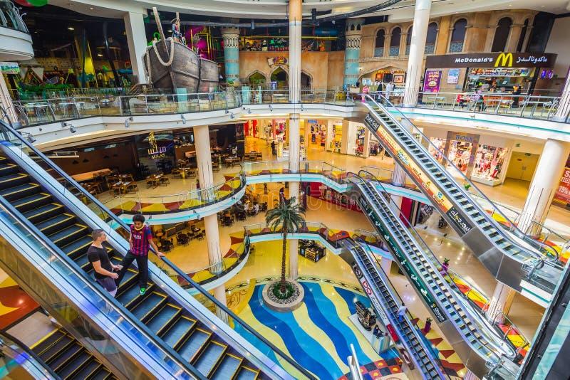 De centrale Megawandelgalerij van Souq van Sharjah stock foto's
