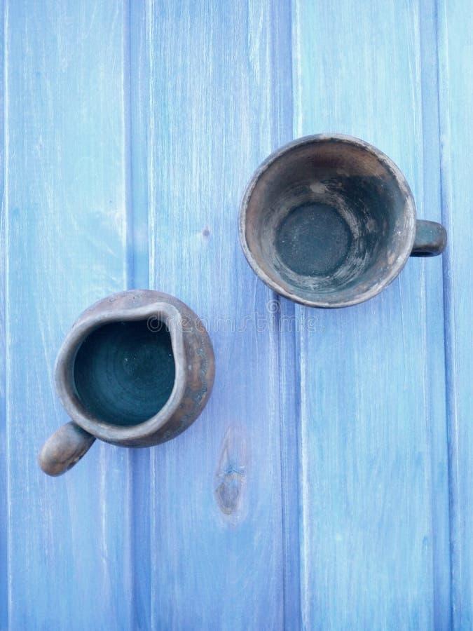 de cerámica en el azul imágenes de archivo libres de regalías