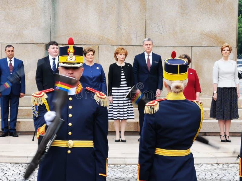 De ceremonie bij het Ruiterstandbeeld van Koning Carol I in Boekarest ter gelegenheid van de Koninklijke Dag royalty-vrije stock afbeelding
