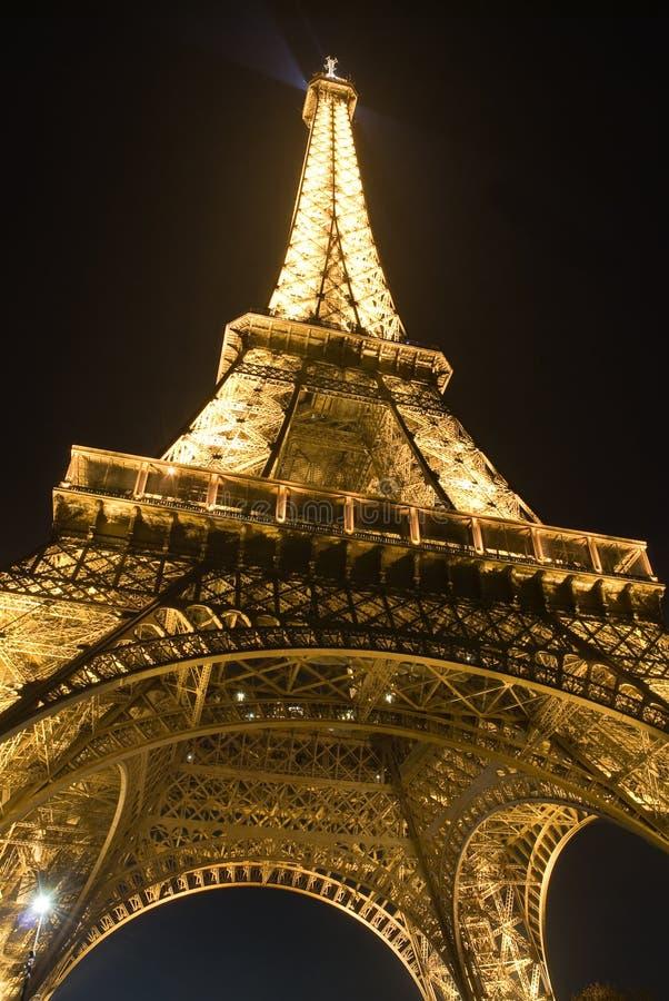 De charme van de toren van Eiffel bij nacht stock foto