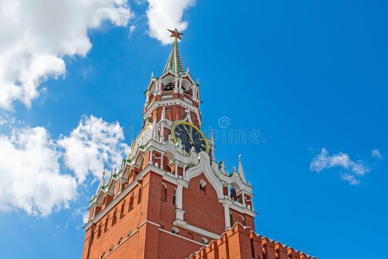 De chiming klok van de Spasskaya-toren van het Kremlin Moskou stock foto's