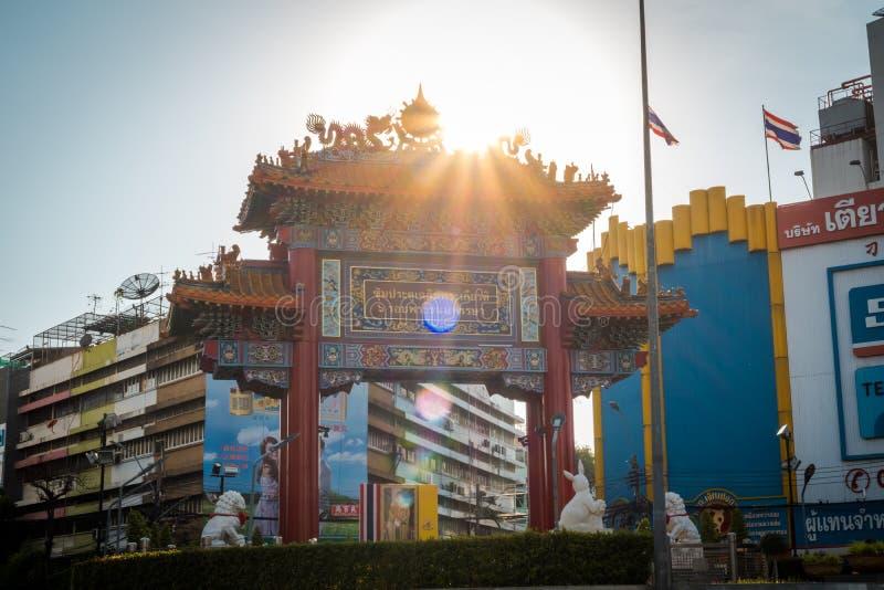 De Chinatownpoort bij Yaowarat-weg, Bangkok, Thailand stock fotografie
