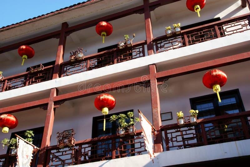 De Chinese bouw met lantaarn stock afbeeldingen