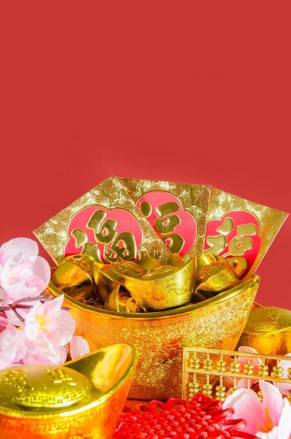 De Chinese decoratie van het Nieuwjaar op rode achtergrond stock foto