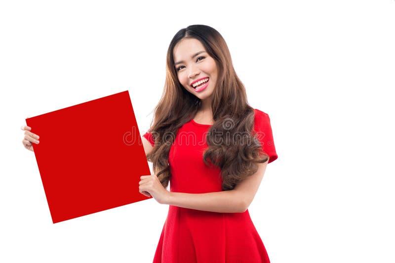 De Chinese jonge vrouw toont met lege Fai chun stock foto's
