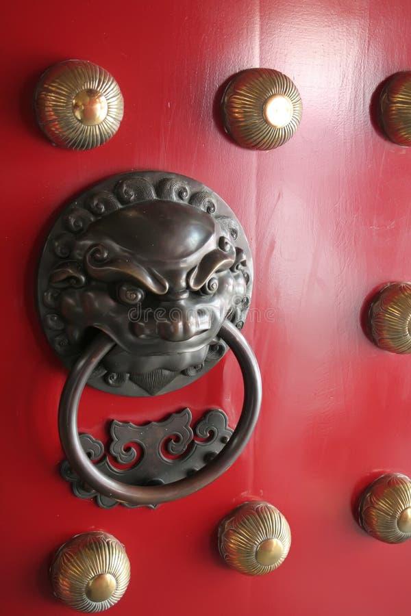 De Chinese Kloppers van de Deur van de Beschermer van de Leeuw die in China worden gevonden royalty-vrije stock afbeeldingen