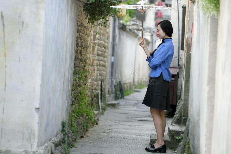 De Chinese meisjes dragen studentenkleren in Republiek China royalty-vrije stock afbeelding