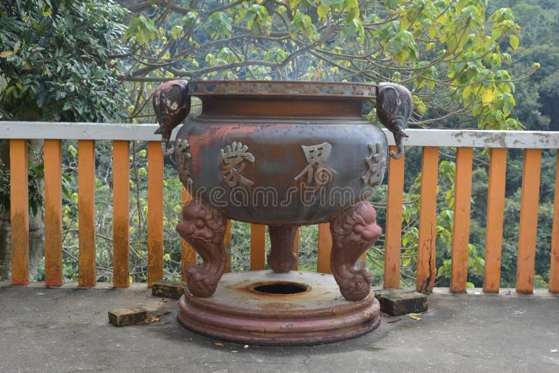 De Chinese pot van de Tempelwierook stock afbeeldingen