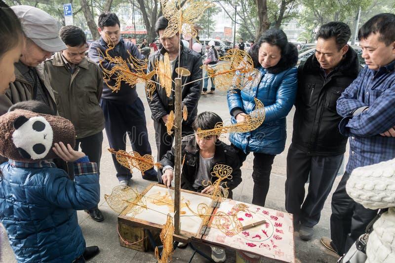 De Chinese Vakman maakt met een suikerlaagje bedekt beeldje royalty-vrije stock fotografie