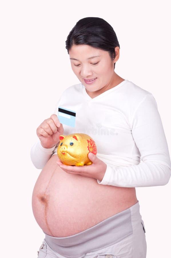 De Chinese Zwangere vrouwen houden een betaalpas royalty-vrije stock foto's