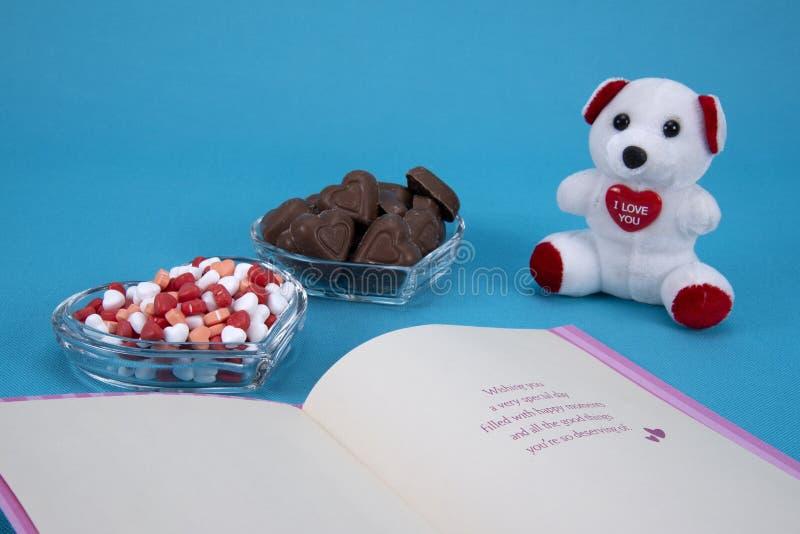 De chocoladesuikergoed van de valentijnskaartendag stock afbeelding
