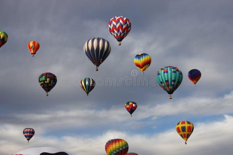 De ciel pleins o ballons de la cale photographie stock