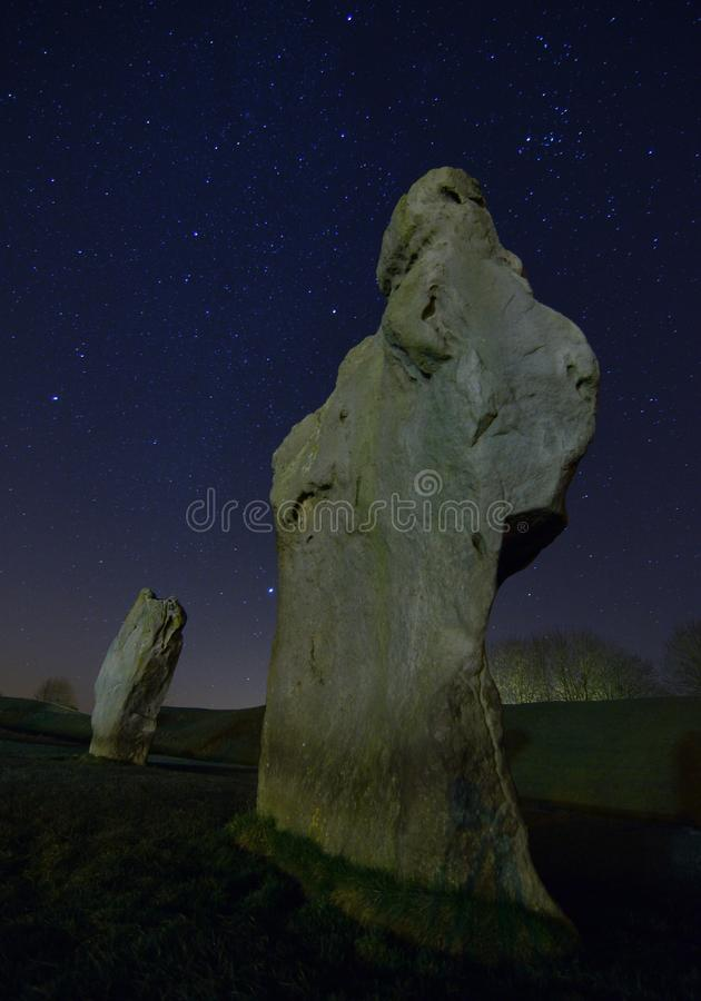 De cirkel van de Aveburysteen op een nacht van de de wintersnacht stock fotografie
