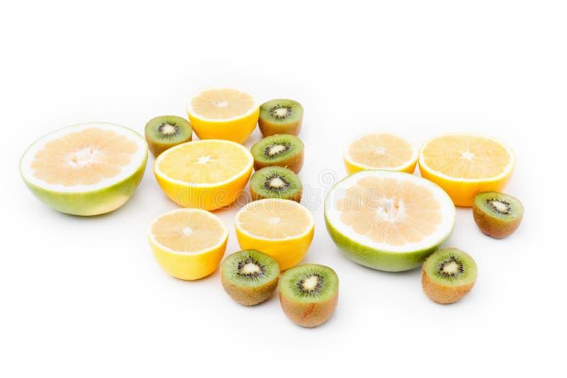 De citrusvruchtenplak van het fruitvoedsel, sinaasappel, citroen op witte achtergrond stock afbeeldingen