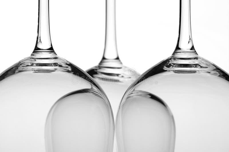 De close-up van drie wijnglazen stock fotografie
