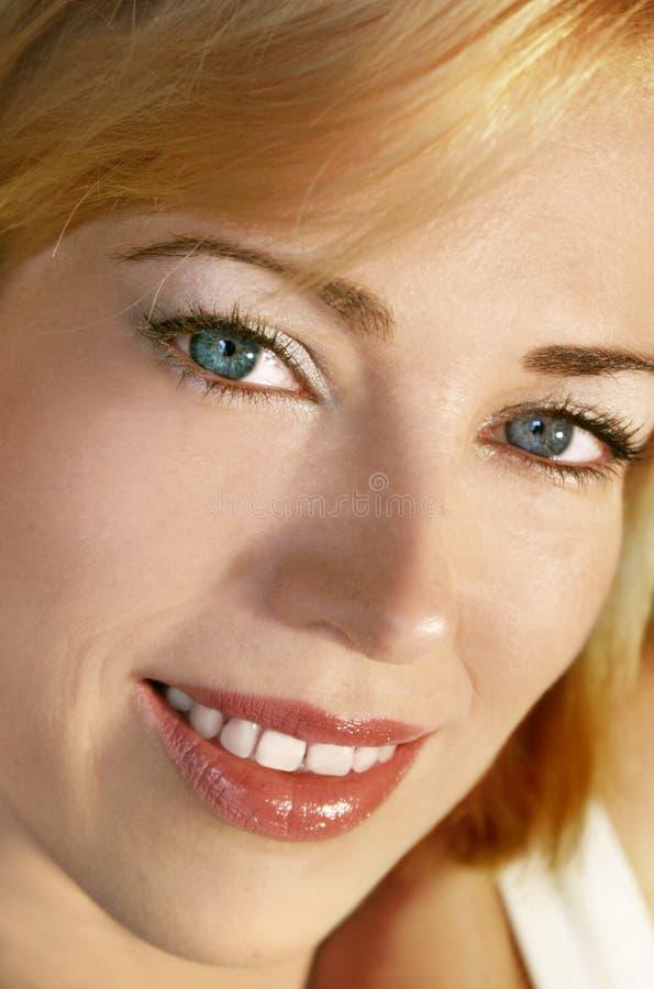 Download De Close-up Van Het Gezicht Stock Afbeelding - Afbeelding bestaande uit tand, haar: 283235