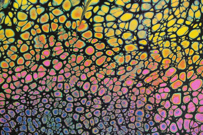 De close-up van levendige multicolored acryl jat het schilderen op zwarte achtergrond royalty-vrije stock afbeelding
