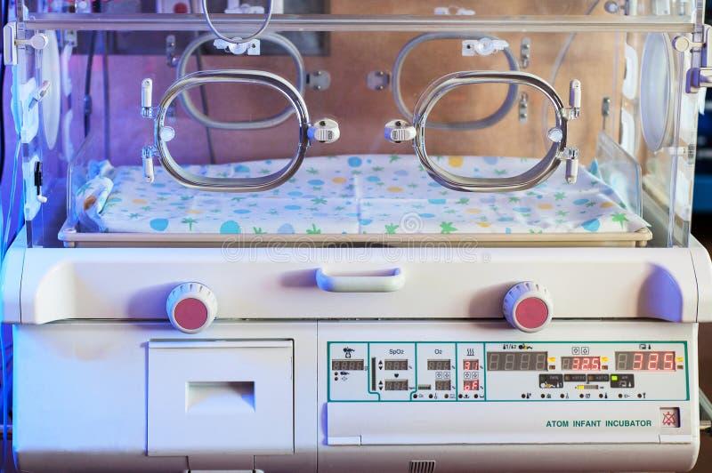 De close-up van de zuigelingsincubator Medische Technologieachtergrond stock foto