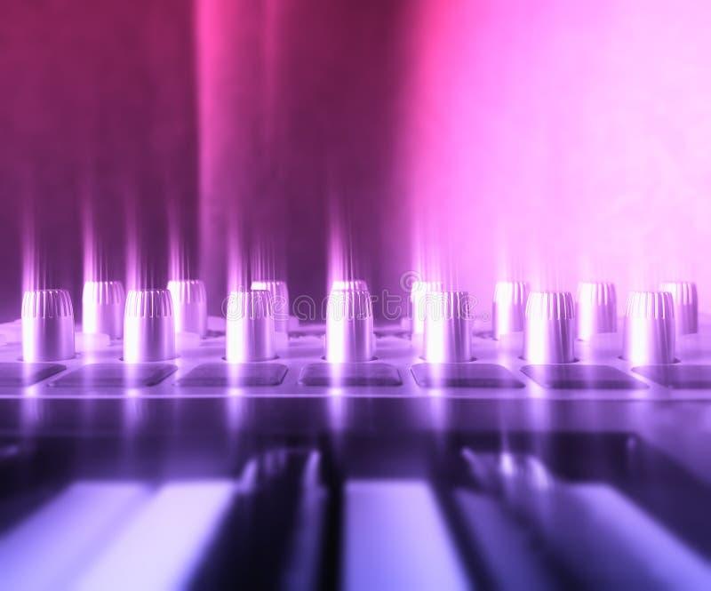 De close-upachtergrond van synthesizerknoppen royalty-vrije stock afbeelding
