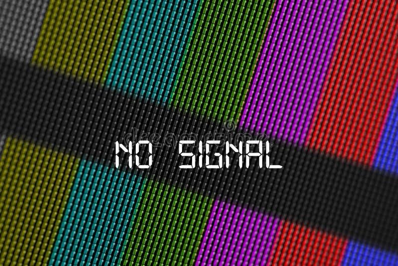 De close-uppixel van LCD het scherm van TV met kleurenbars en bericht geen signaal is een patroon van de televisietest stock afbeelding