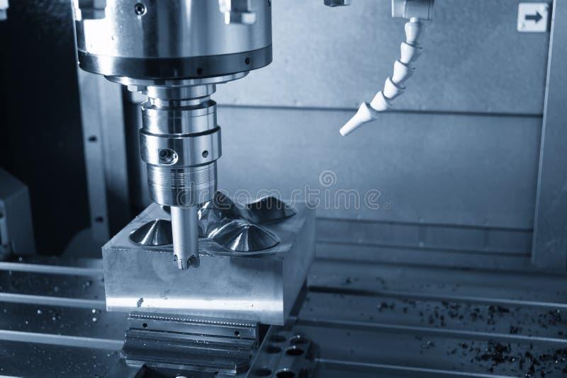 De CNC malenmachine die de delen van de injectievorm snijden royalty-vrije stock foto's
