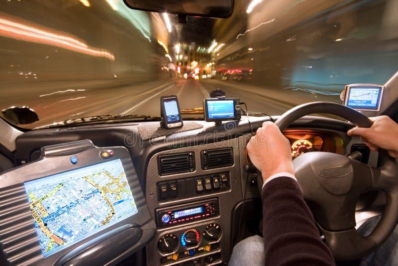 De Cockpit van de taxi bij Nacht stock foto