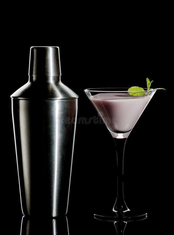 De cocktail en de schudbeker van de room stock afbeeldingen