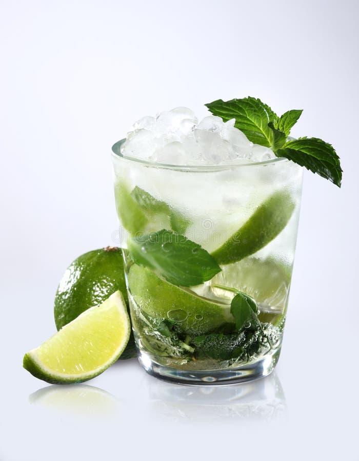De cocktail van de verfrissing stock afbeeldingen