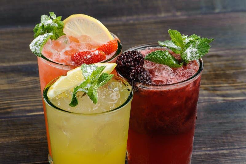 De cocktail van de zomer stock afbeelding