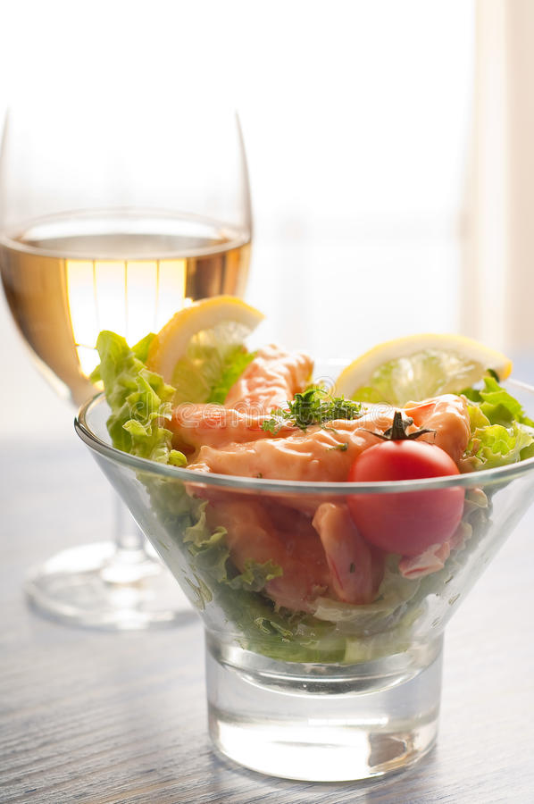 De cocktail van garnalen met wijn stock foto's