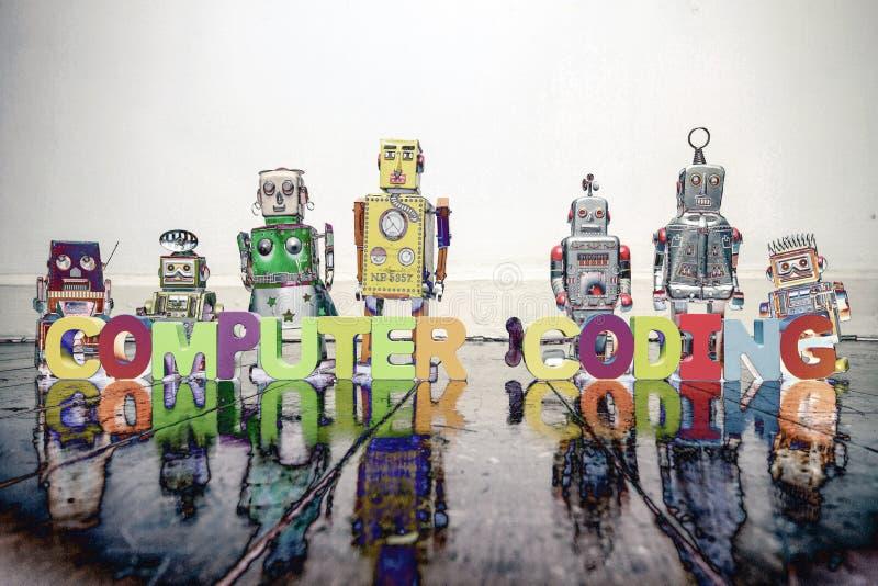 De CODAGE van de woordcomputer met uitstekend robotspeelgoed solarized c stock foto