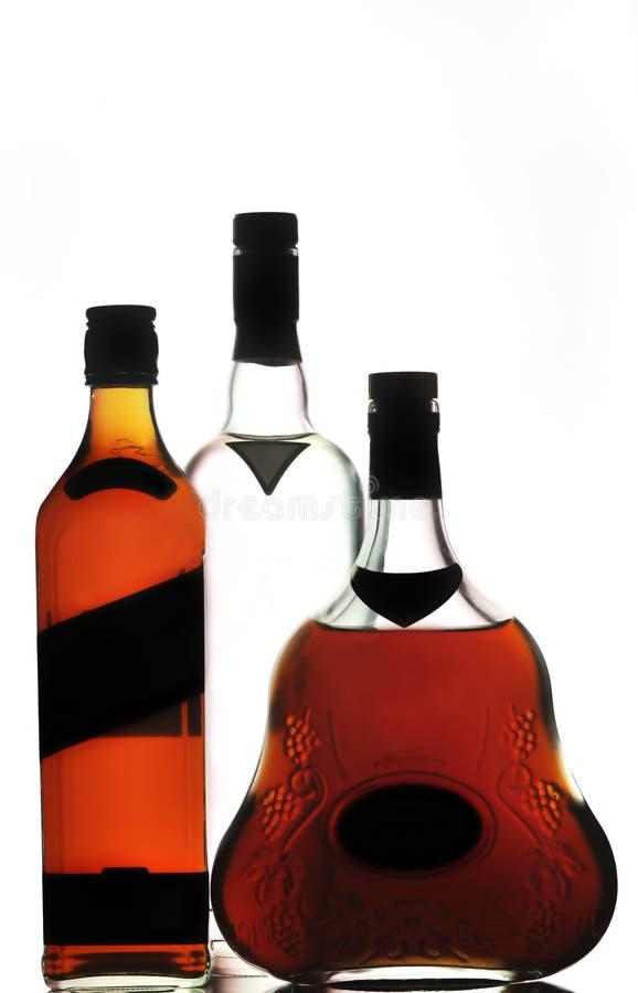 De cognac en de wodkaflessen van de whisky stock afbeelding