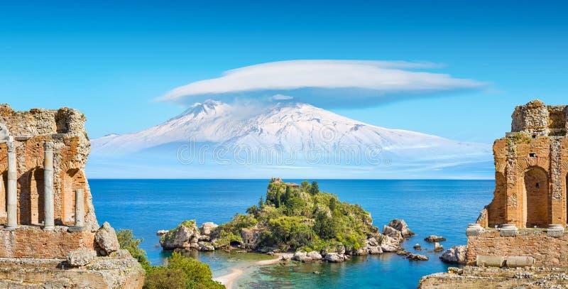 De collage met oud Grieks theater, Isola Bella en Etna zetten dichtbij Taormina, Sicilië, Italië op royalty-vrije stock afbeelding