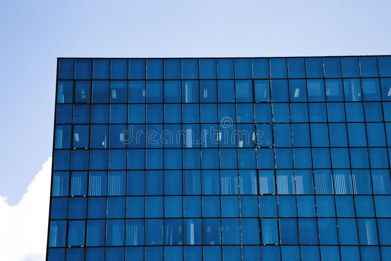 De collectieve bouw met bureauvensters royalty-vrije stock afbeelding