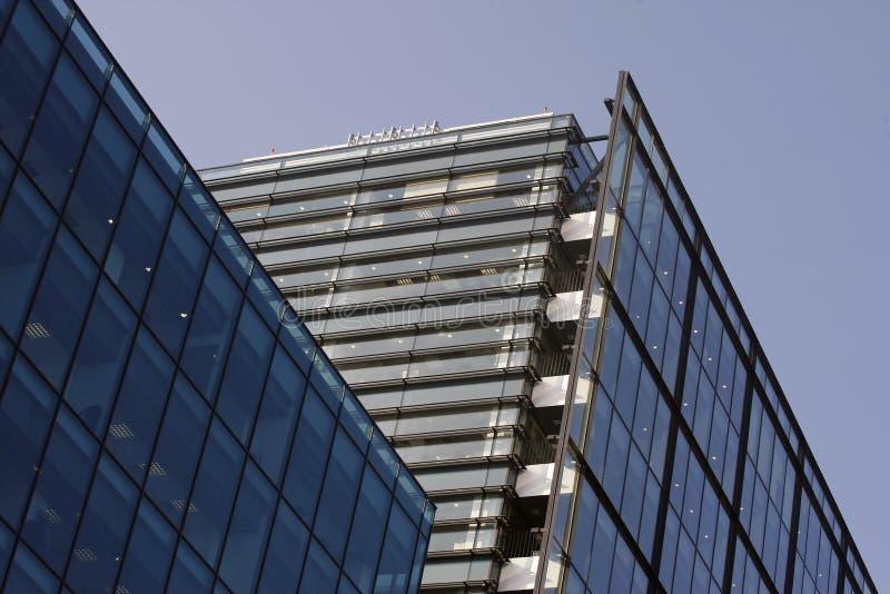 De collectieve bouw - staal en glas stock foto
