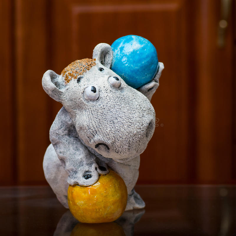 De collector en zijn hippos in een privé-collectie royalty-vrije stock afbeelding