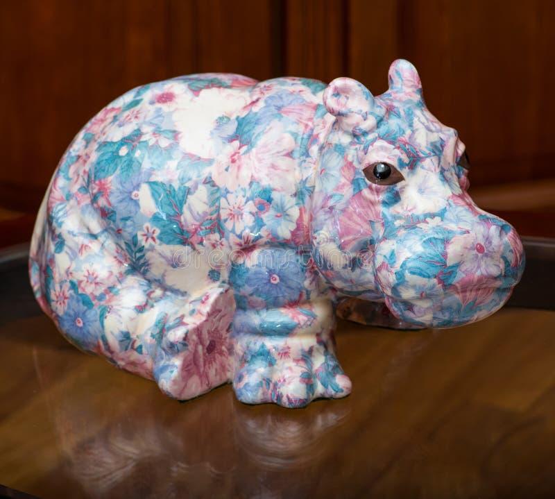 De collector en zijn hippos in een privé-collectie royalty-vrije stock afbeeldingen