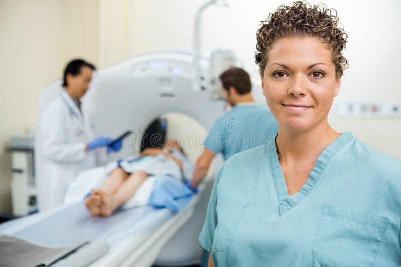 De Collega van verpleegsterswith doctor and stock afbeelding