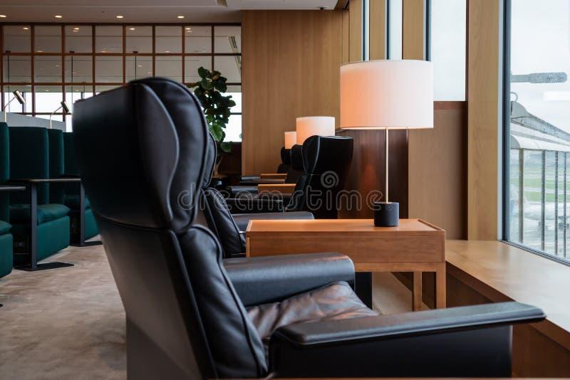 De comfortabele zitkamer van de Hanetaluchthaven, Tokyo, Japan stock foto's