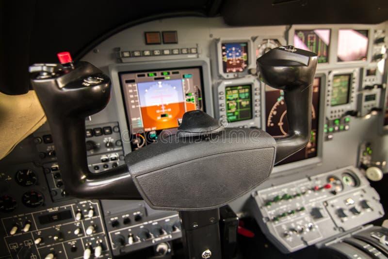 De commerciële binnenlandse mening van de vliegtuigcockpit stock afbeelding