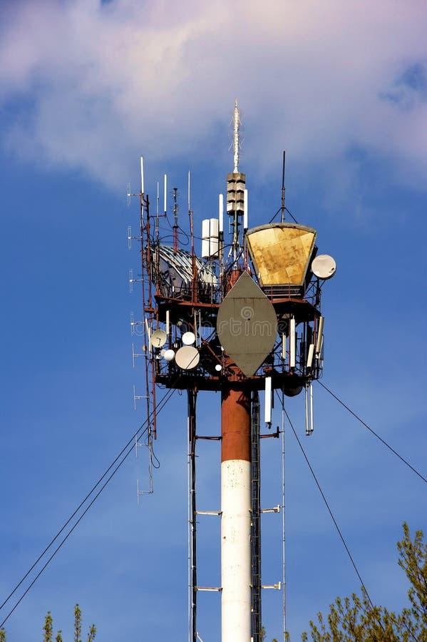 De communicatie mast van hallo-Tek stock afbeelding