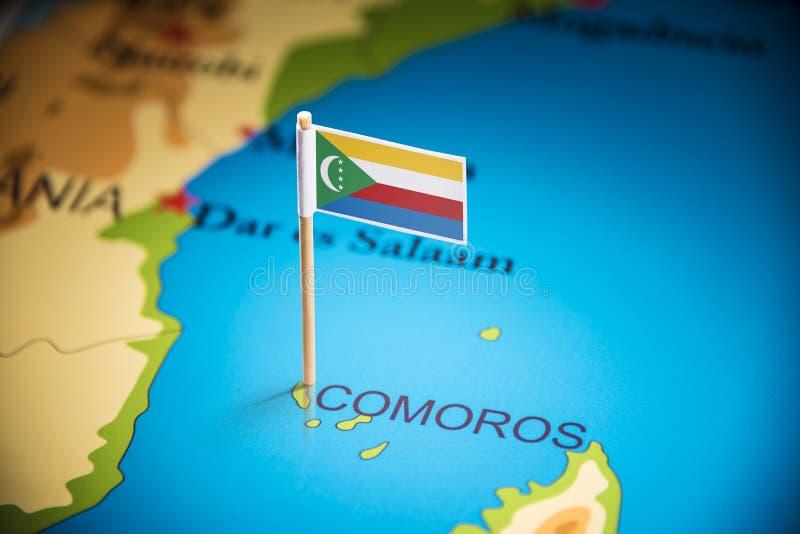 De Comoren merkten met een vlag op de kaart stock foto