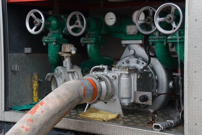 De compressor van het water in het voertuig van de brandbrigade royalty-vrije stock fotografie