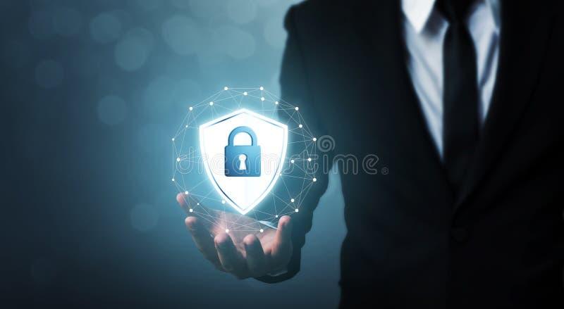 De computer en de brandkast van de beschermingsnetwerkbeveiliging uw gegevensconcept royalty-vrije stock foto