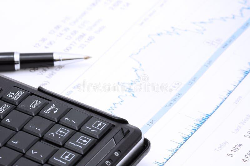 De computer en de grafiek van de pen stock foto