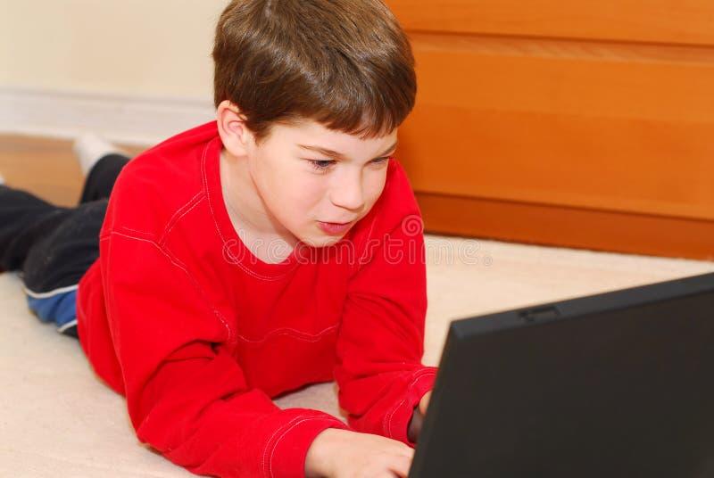 De computer van de jongen royalty-vrije stock foto's